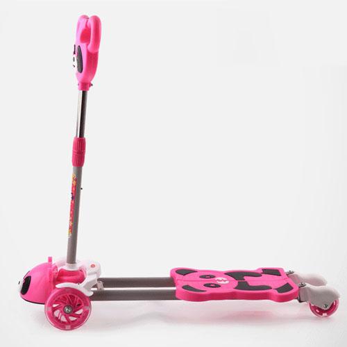 Four-Wheel Children Shake Flashing Scooter