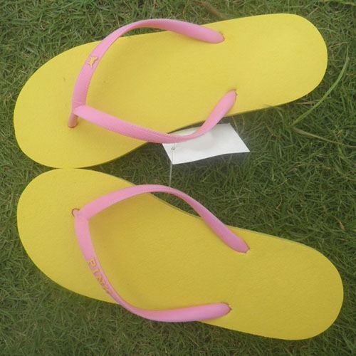 Flat Heel Unisex Flip Flops Image 1