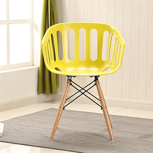 Webby Chair With Wooden Legs