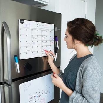 تقويم مغناطيسي اعتيادي يلتصق بالثلاجة بقلم جاف قابل للمسح