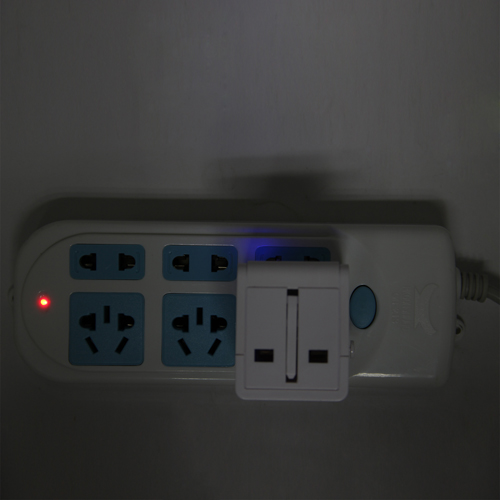 Universal Travel Power Adapter Image 3
