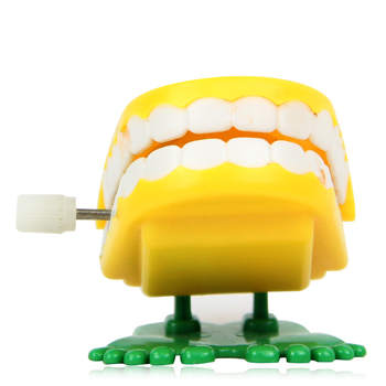 Mini Wind Up Chattering Teeth