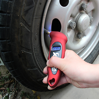 Digital Tire Gauge With Led Valve