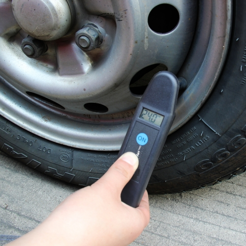 Digital LCD Tire Air Pressure Gauge Image 3