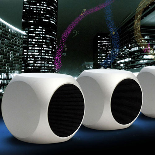 Dice Shaped Mini Bluetooth Wireless Speaker Image 5